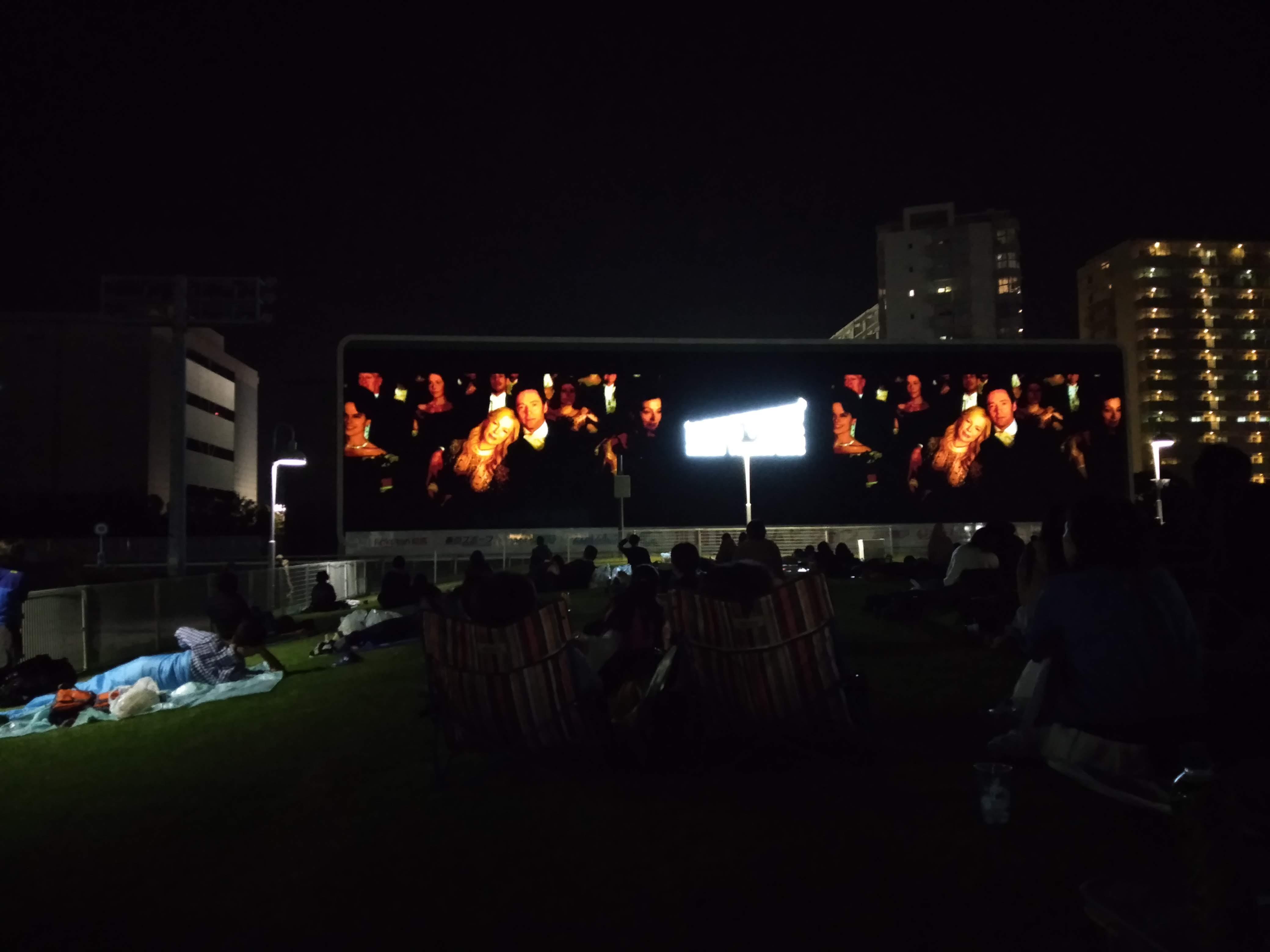 無料で映画を楽しめる! ねぶくろシネマ―モンスタースクリーンシアター@川崎競馬場―